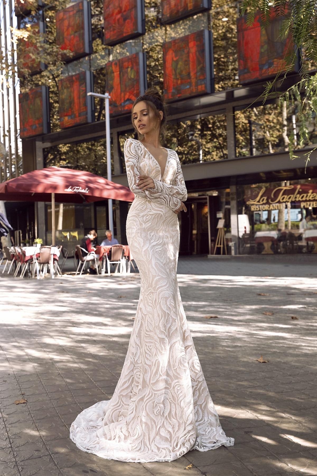 a3f42ddfc2 REBECCA – Esküvői Ruha. Rebecca menyasszonyi ...