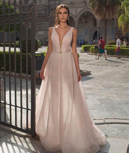 A vonalú menyasszonyi ruha