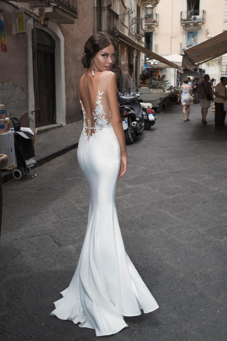 Dominiss Opal a sexy menyasszonyi ruha