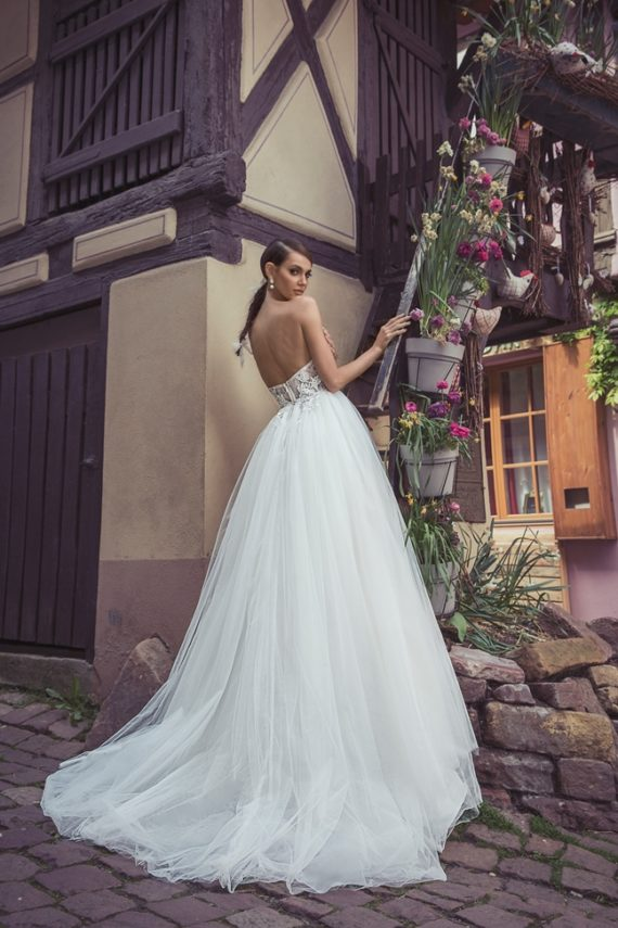 Dominiss pánt nélküli esküvői ruha