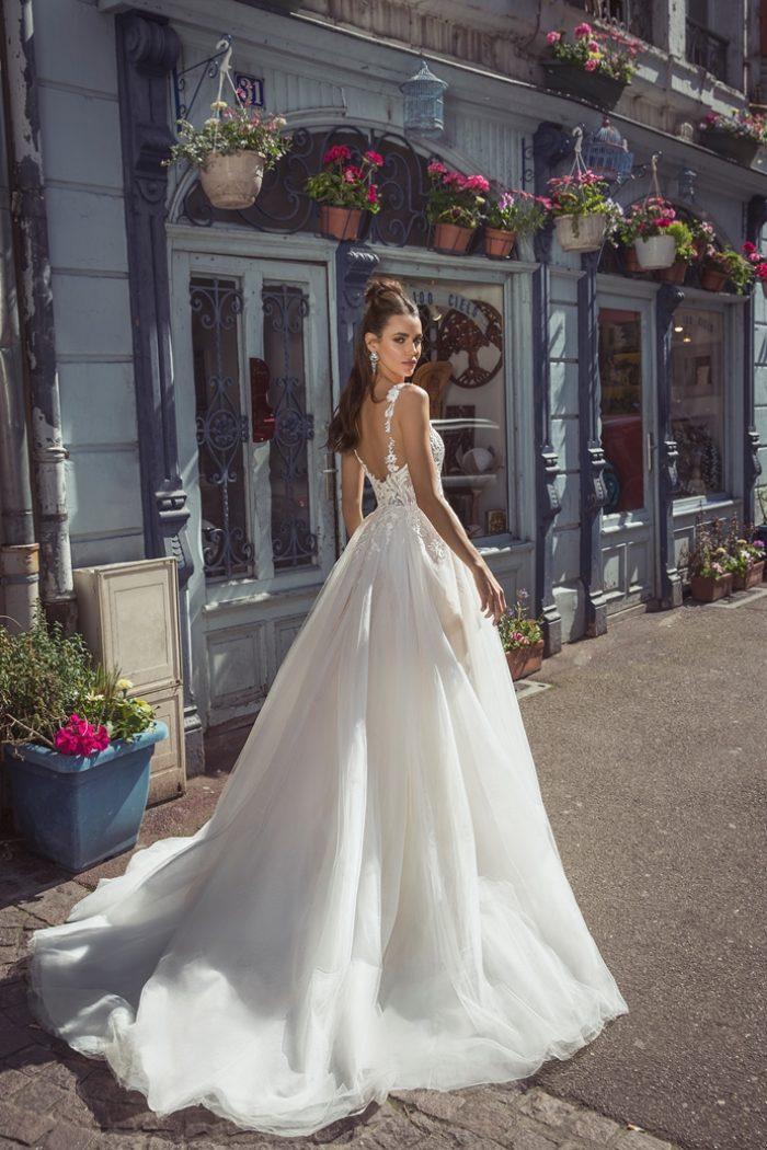 Dominiss a-vonalú esküvői ruha