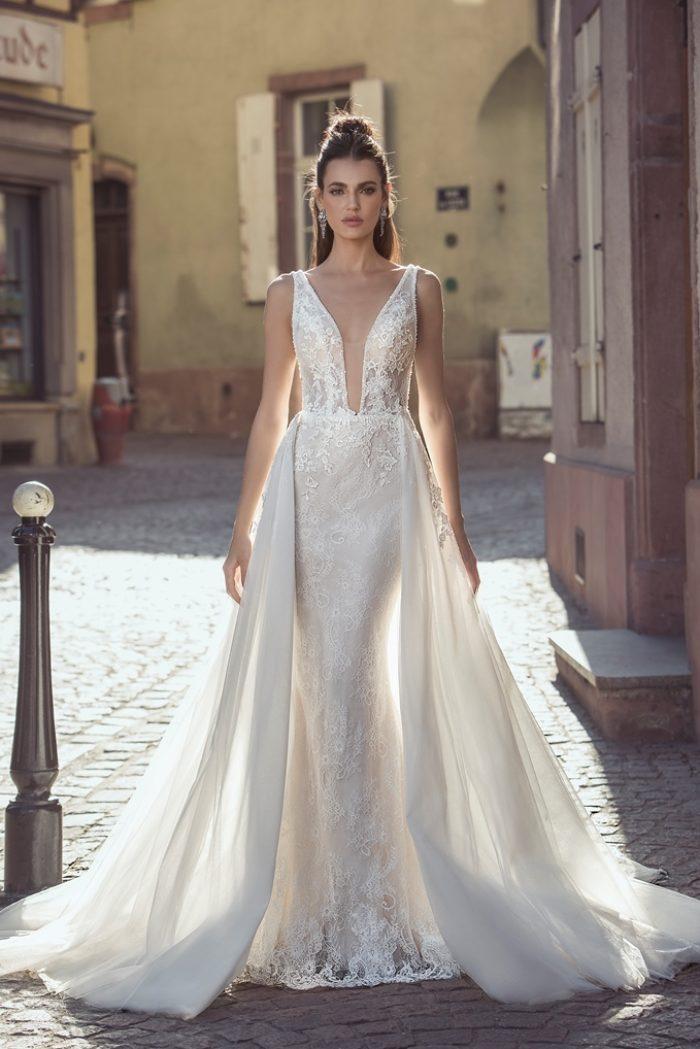 Dominiss menyasszonyi ruha lecsatolható uszállyal